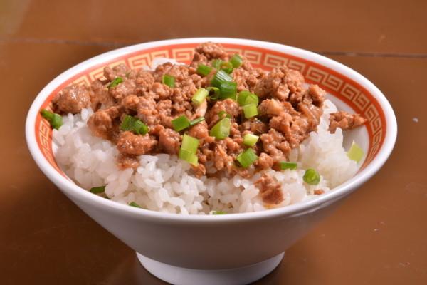 ゴマ哲 魯肉飯