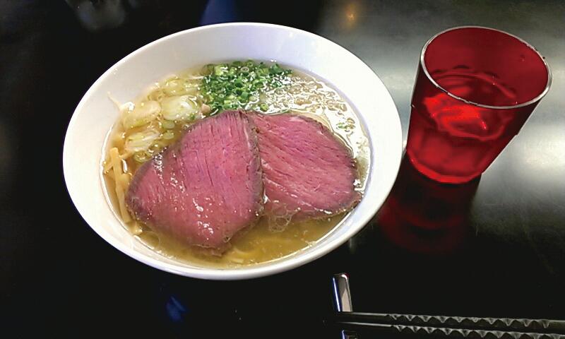 贅沢焼牛塩らぁ麺 1050円