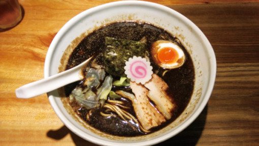 五行 焦し醤油麺 880円